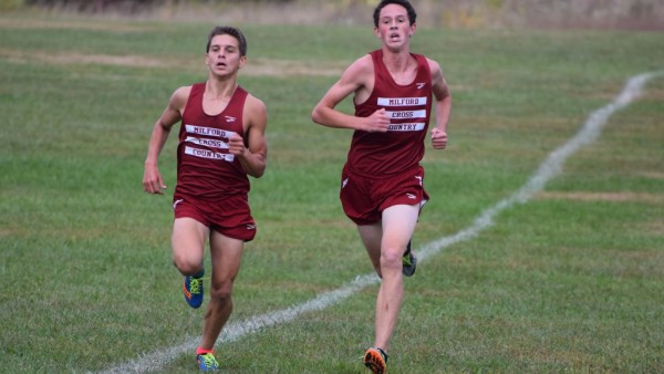Milford's boys cross country team leans on younger runners
