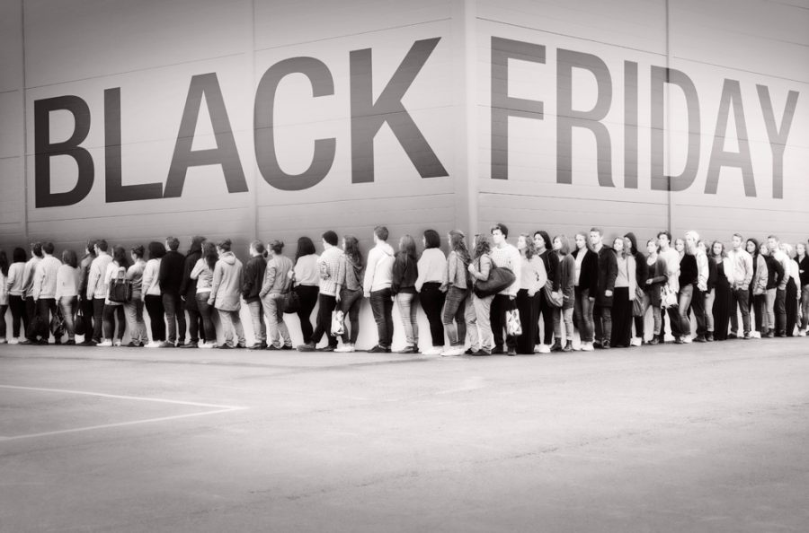 Dangers+and+deals+come+with+Black+Friday+shopping