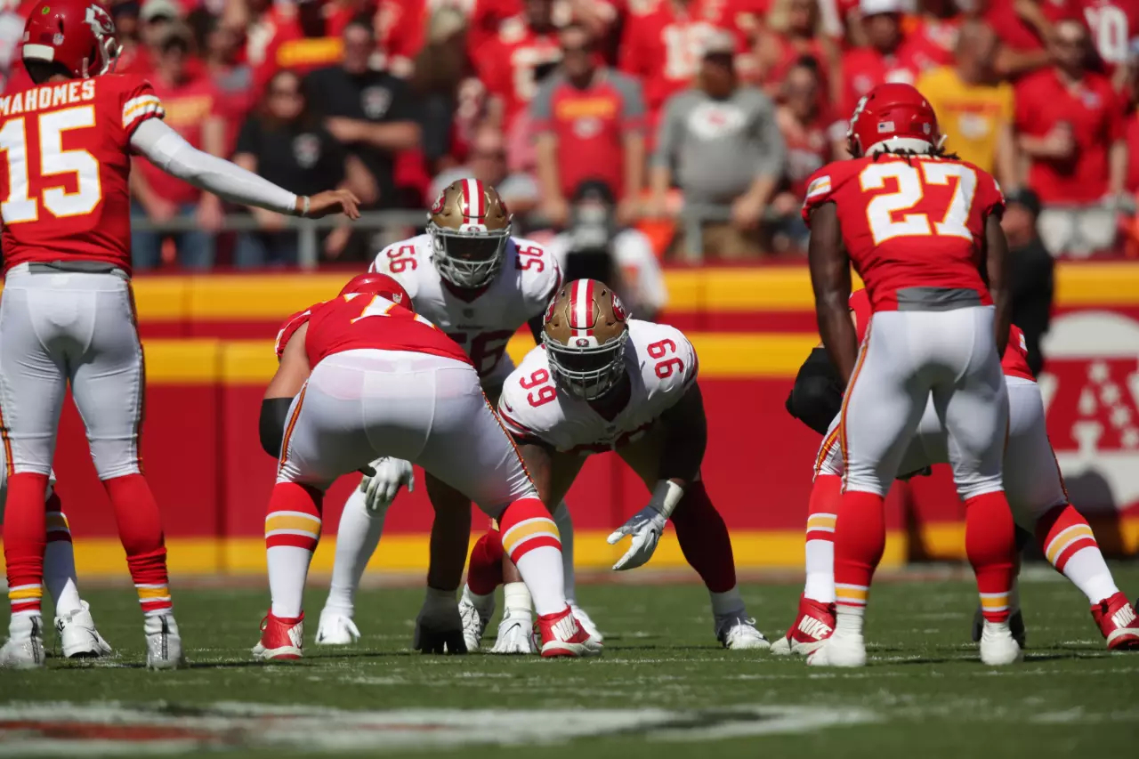 Kareem Hunt (#27) and Reuben Foster(#56) facing each other before a play during Week 3 of the NFL season (Photo courtesy of the San Francisco 49ers website).