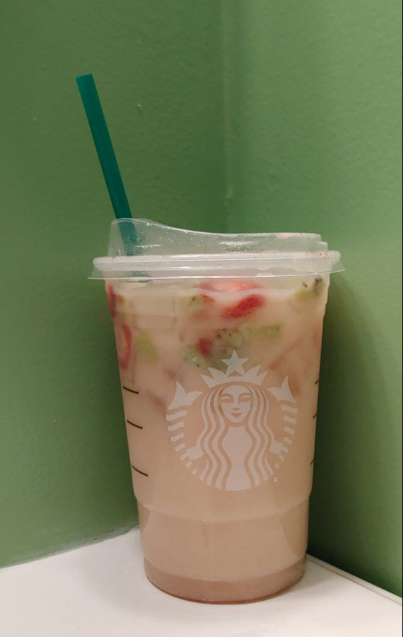 Depicted+above+is+the+strawberry+kiwi+refresher+with+coconut+milk+from+the+Starbucks+%22secret+menu.%22